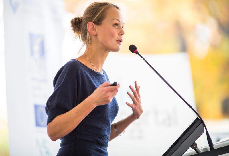 Konferenzram einrichten Mikrofon Beschallung